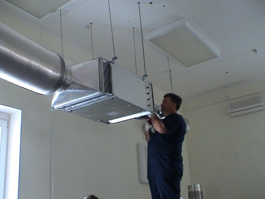 Установка вытяжной вентиляции на кухне